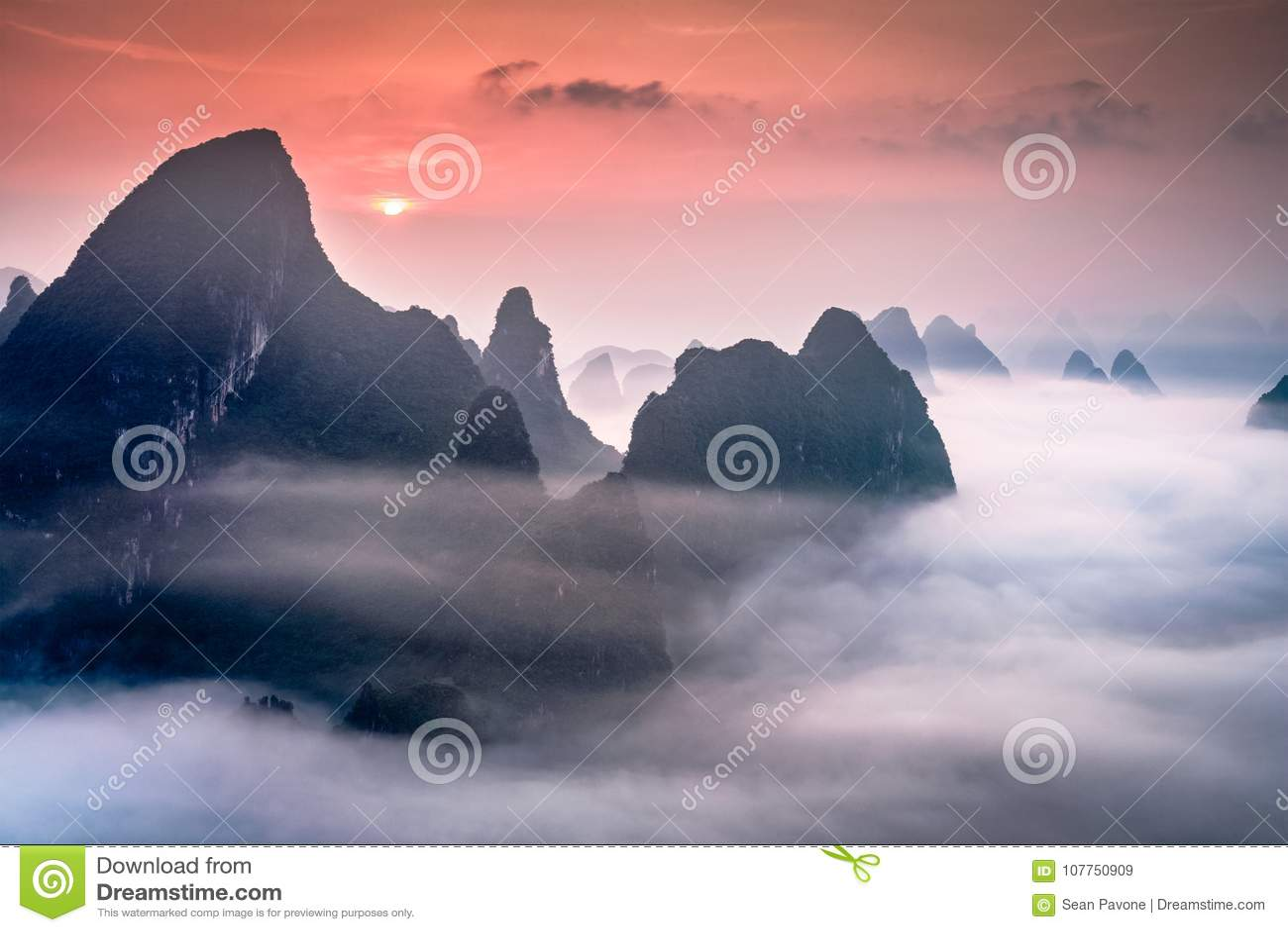 Montañas del karst en Guilin, China