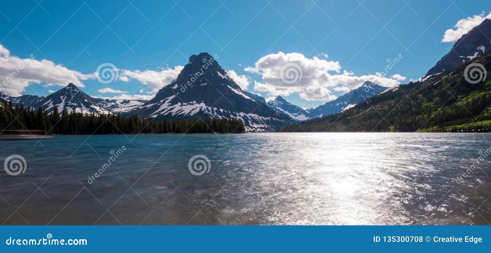 Montañas que sorprenden en el parque nacional magnífico de Teton