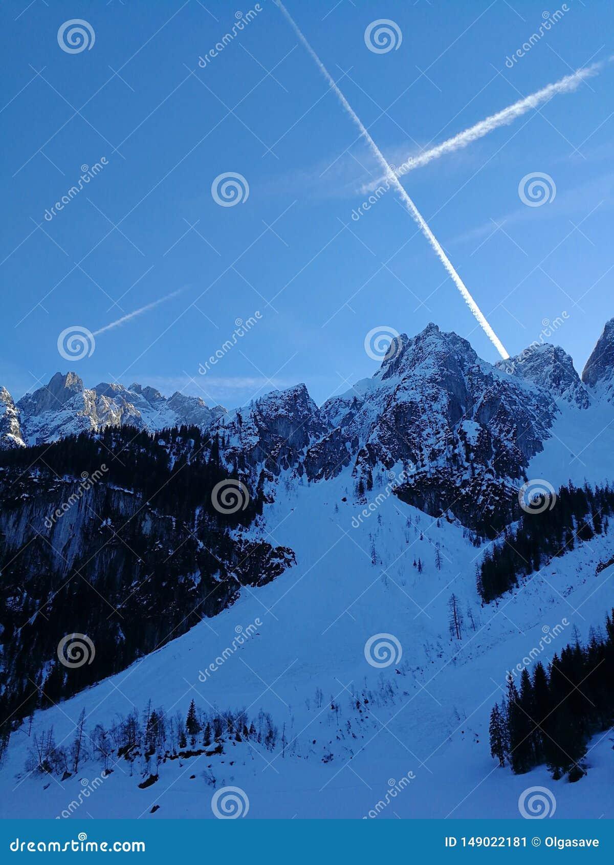 Montañas y lago en Gosausee