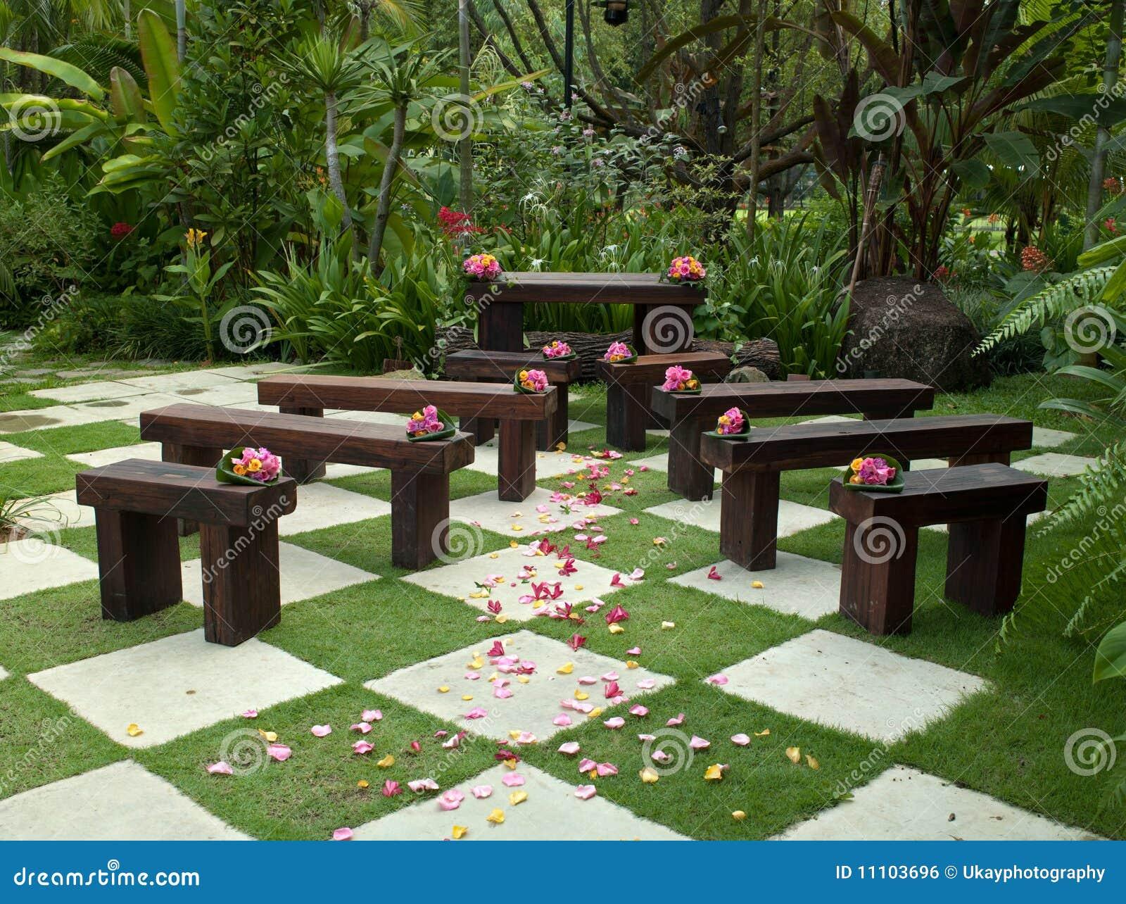 Montage de mariage de jardin image libre de droits image for Agencement de jardin