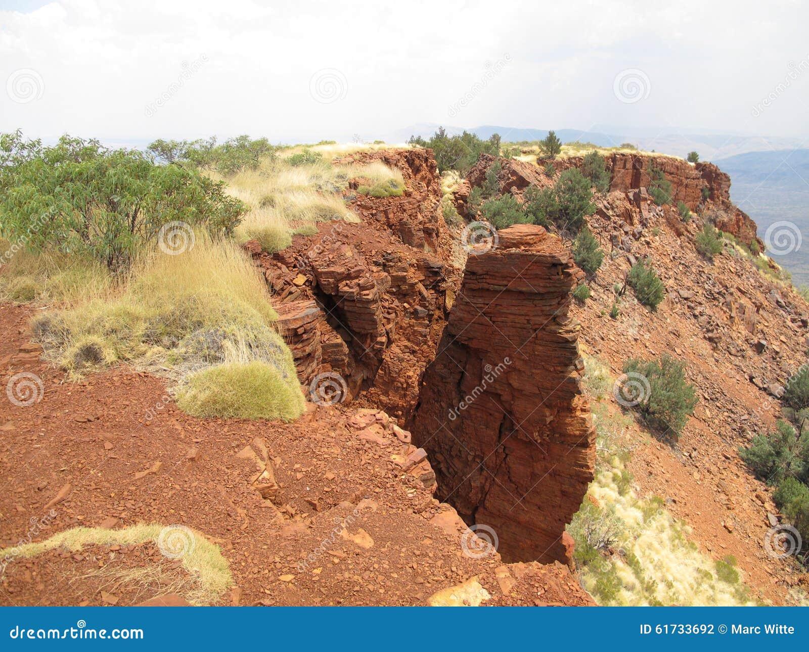 Montagem Bruce perto do parque nacional de Karijini, Austrália Ocidental