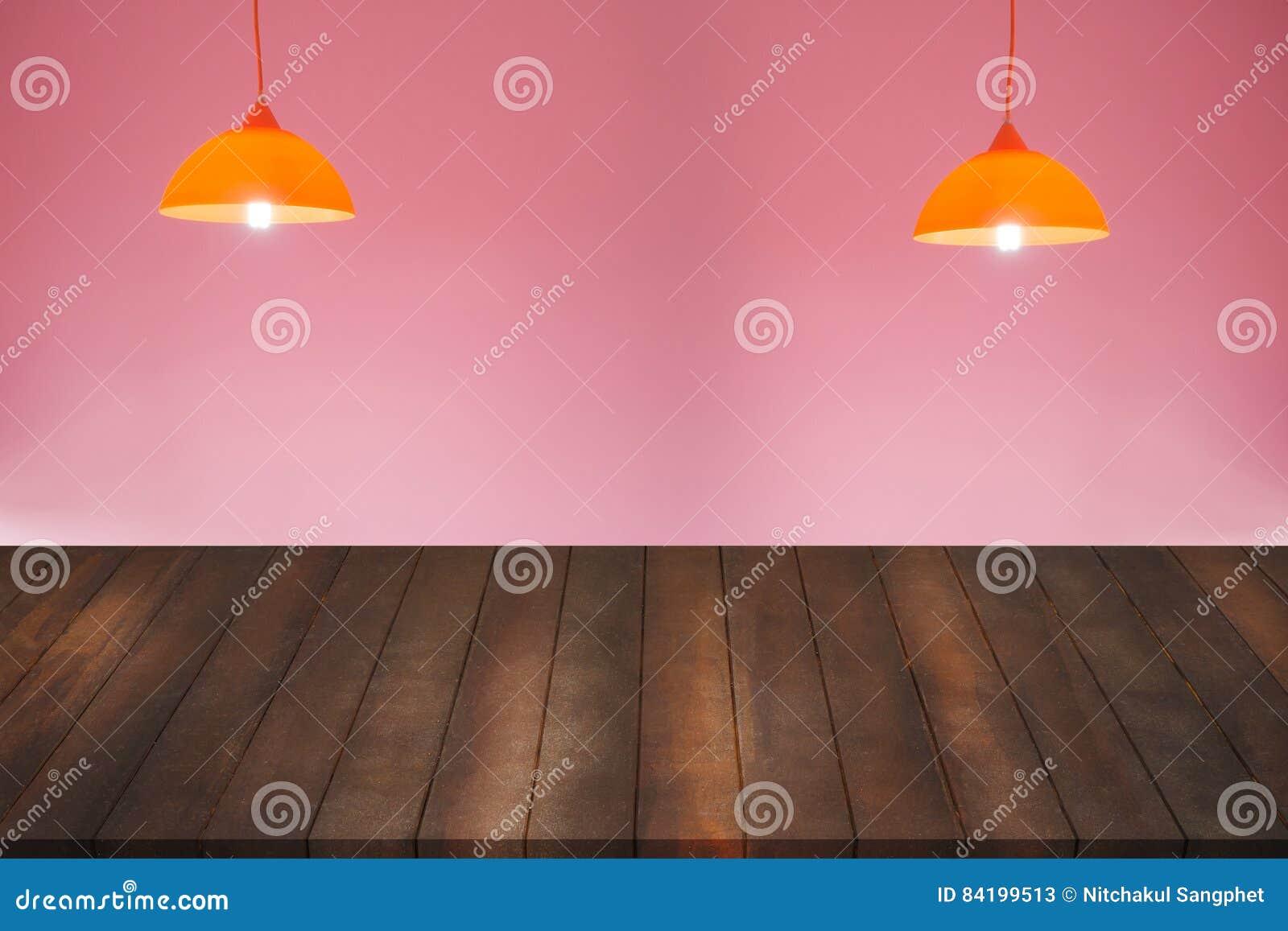 Plafoniere Con Bordo In Legno : Montaggio del pavimento di legno per la pubblicità sulla parete rosa