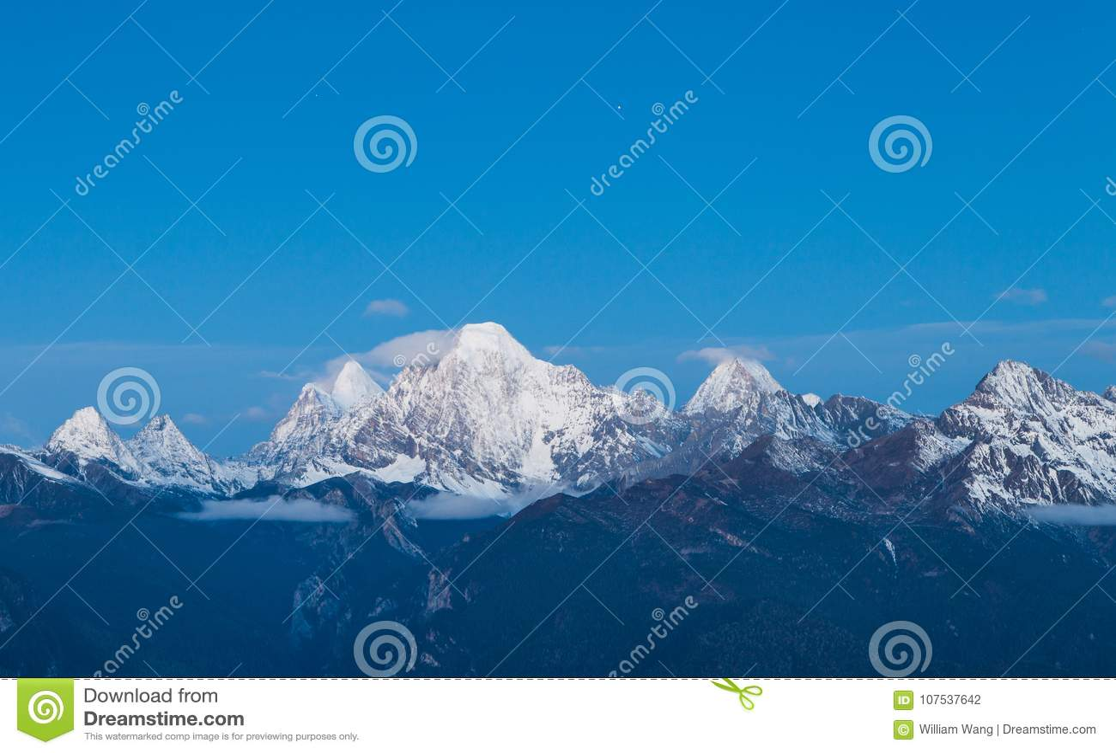 Montagna d argento della neve in Manachajin in Sichuan dalla Cina