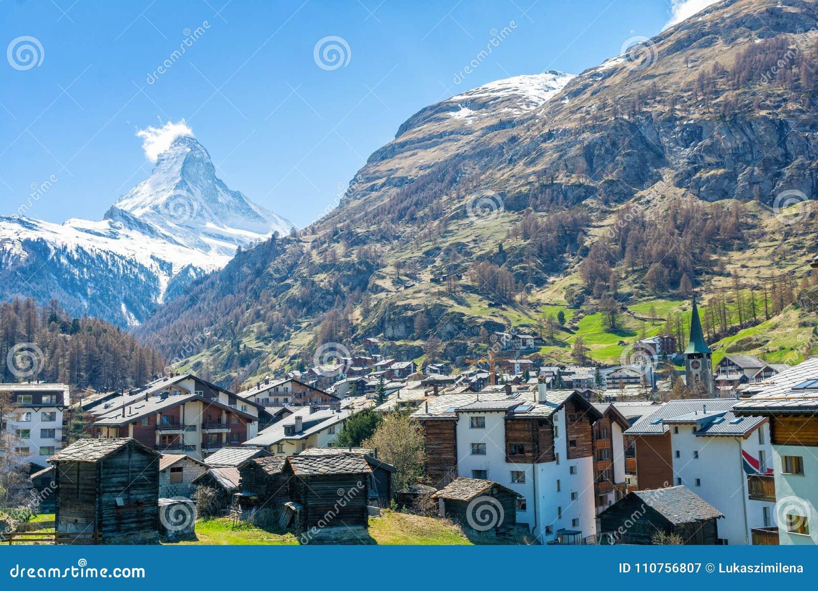 Montagna Del Cervino Nella Località Di Soggiorno Di Zermatt, Alpi ...