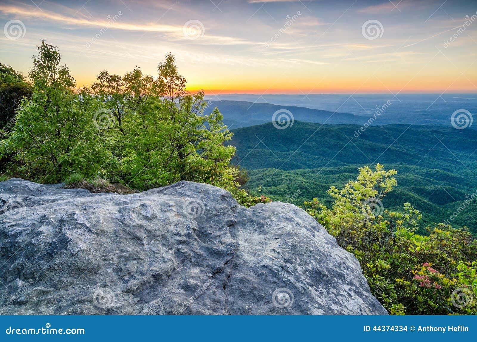 Montagna della roccia della Tabella, Predawn, Nord Carolina