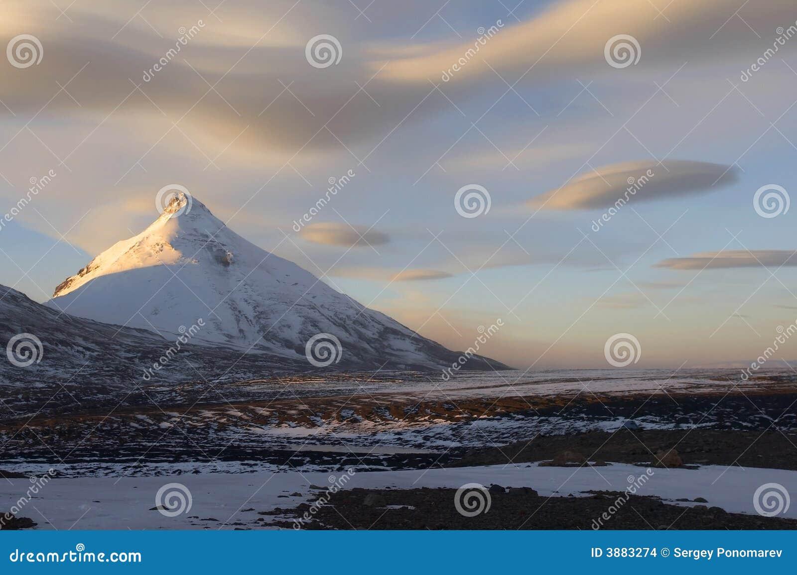 Montagna di Kamen e nubi fantastiche