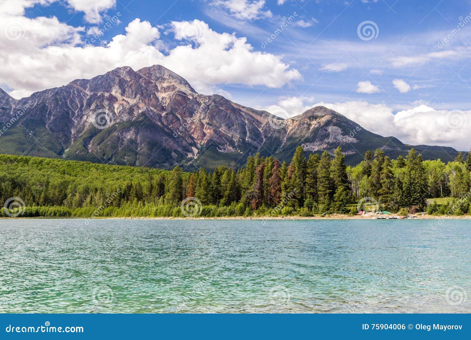 Montagna Patricia Lake Jasper National Park Alberta, Canada della piramide