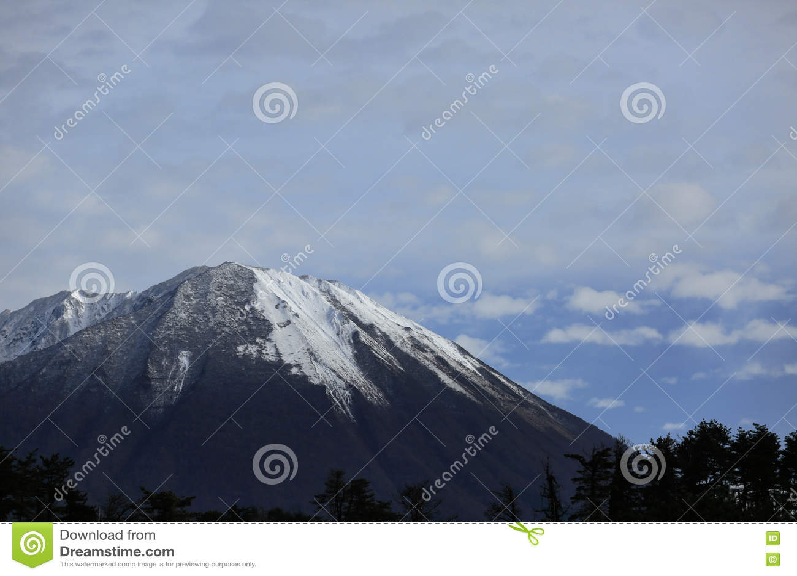 Montagne avec la neige