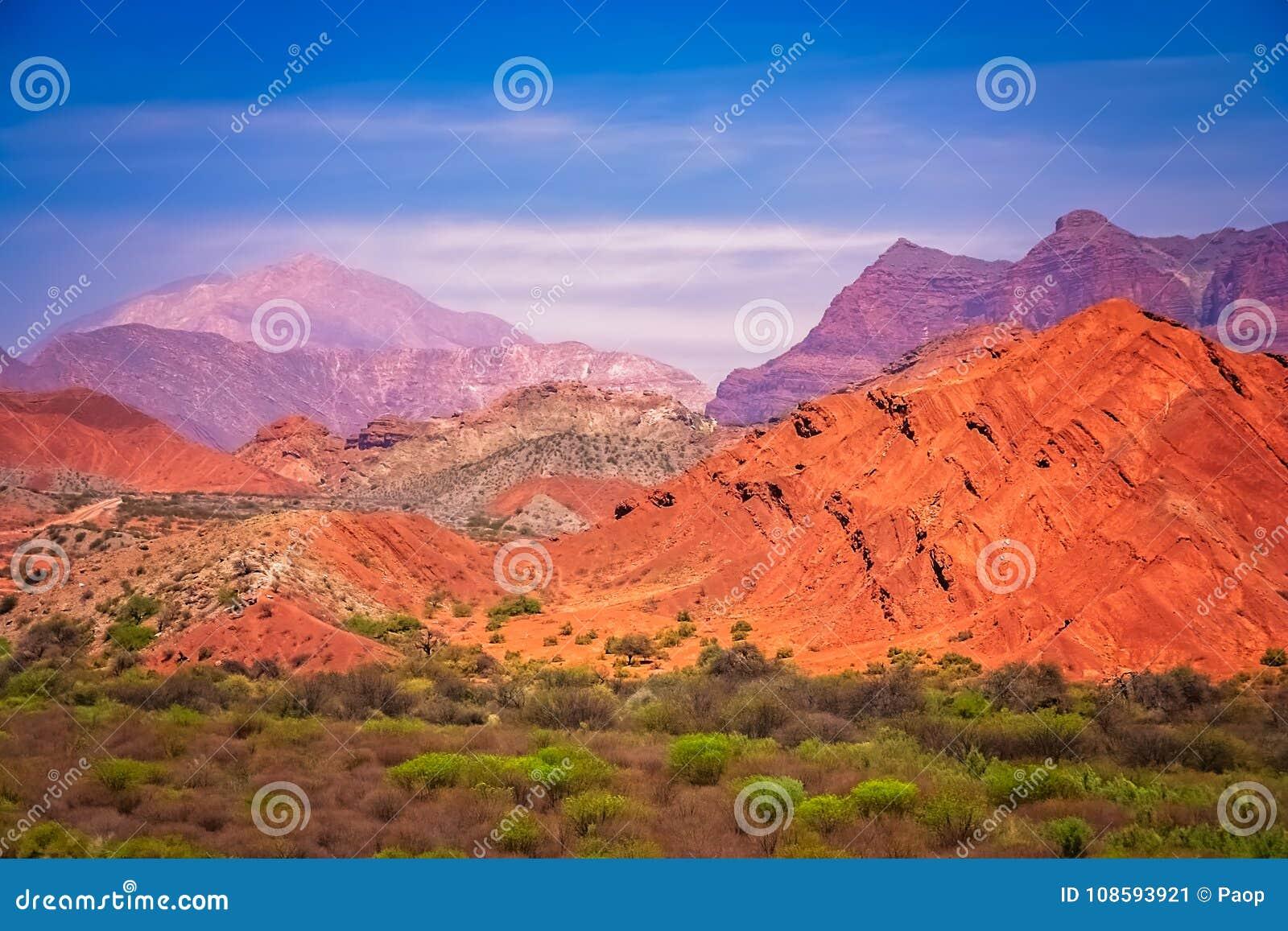 Montagne Colourful nella provincia di Salta