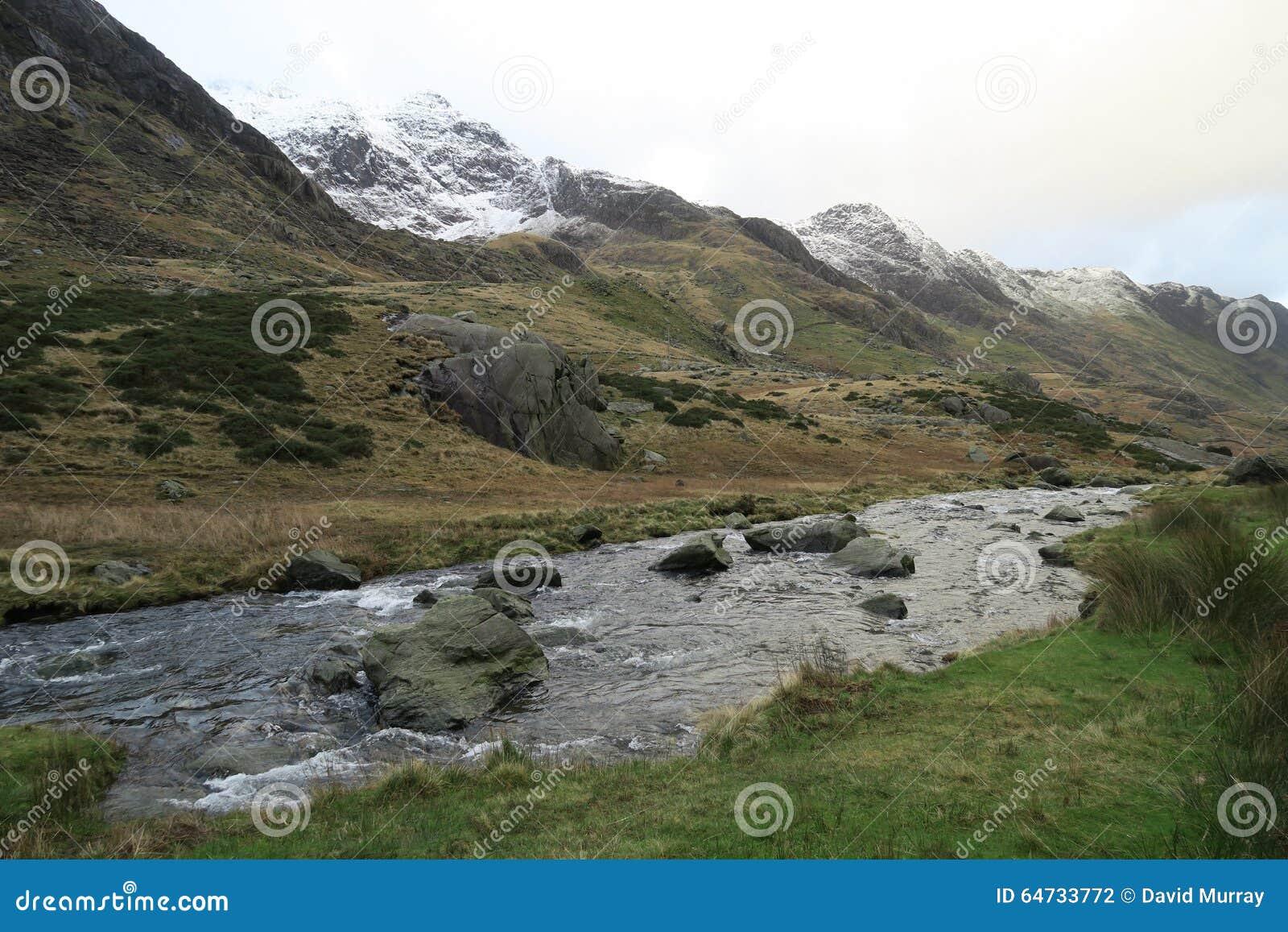 Montagne di Lingua gallese vicino a Llanberis