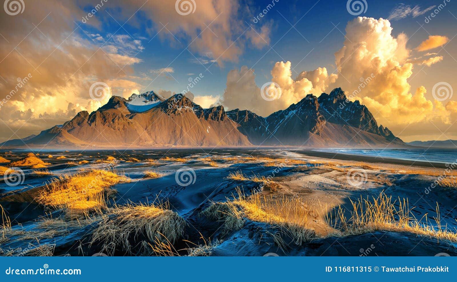 Montagne di Vestrahorn in Stokksnes, Islanda