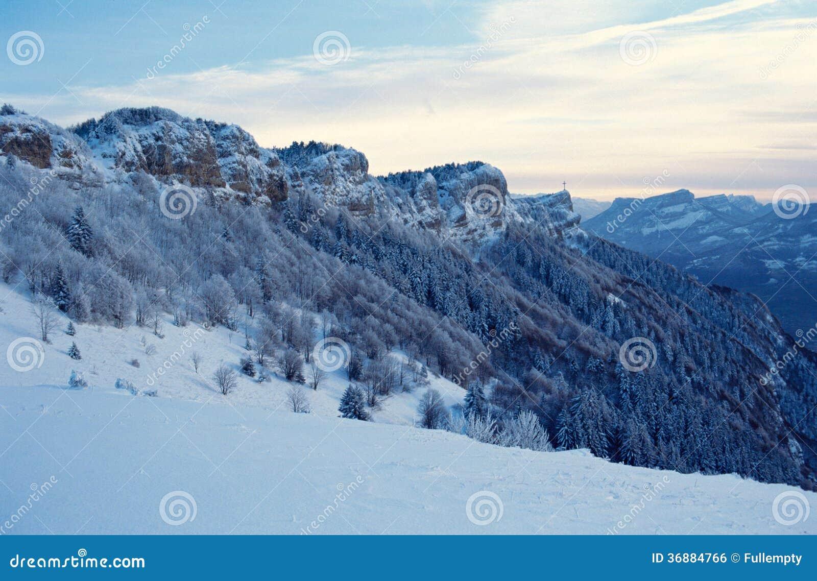 Download Montagne Nevicate Di Nivolet Vicino A Chambery, Francia Fotografia Stock - Immagine di sera, montagna: 36884766