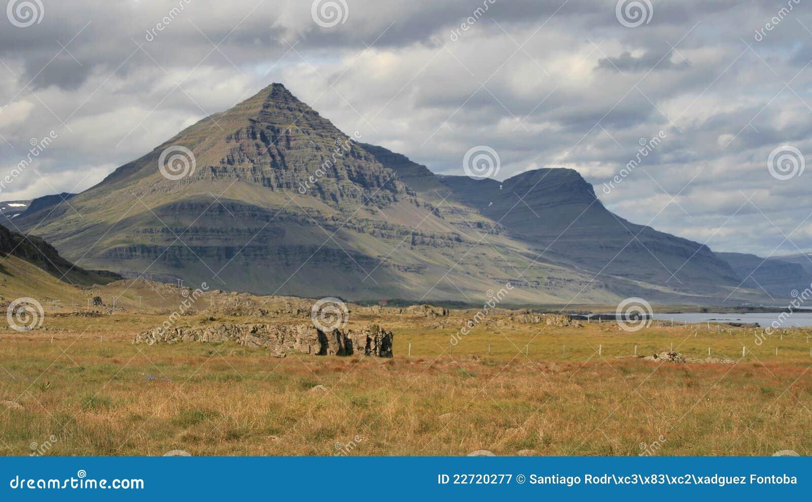Montagne Pyramide-formée