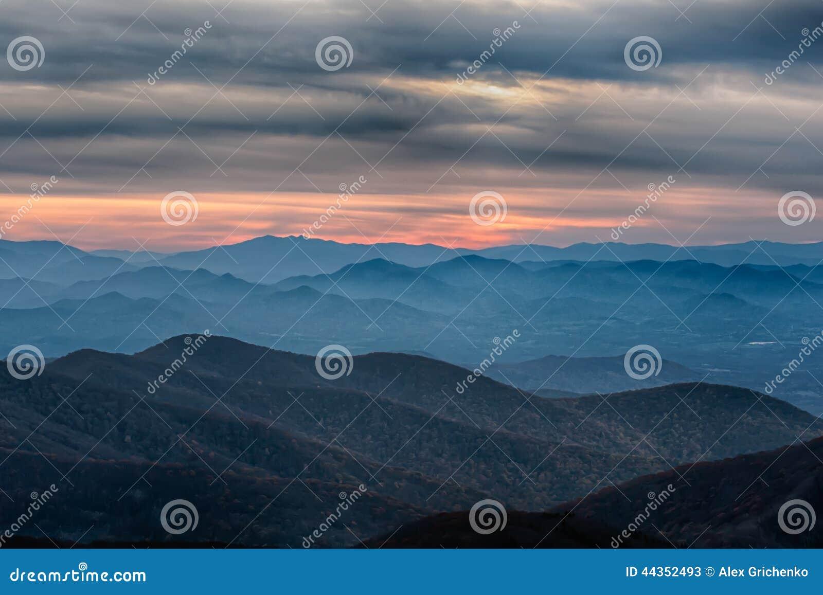 Montagne sceniche blu di Ridge Parkway National Park Sunset