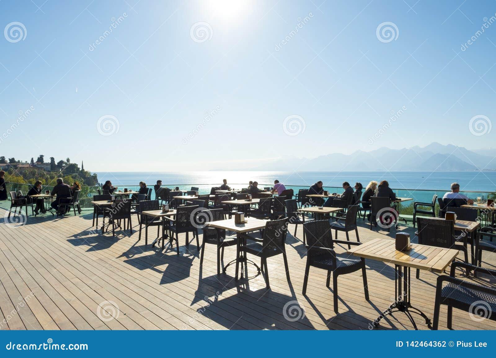 Montagnes Antalya de mer de point de vue de plate-forme d observation