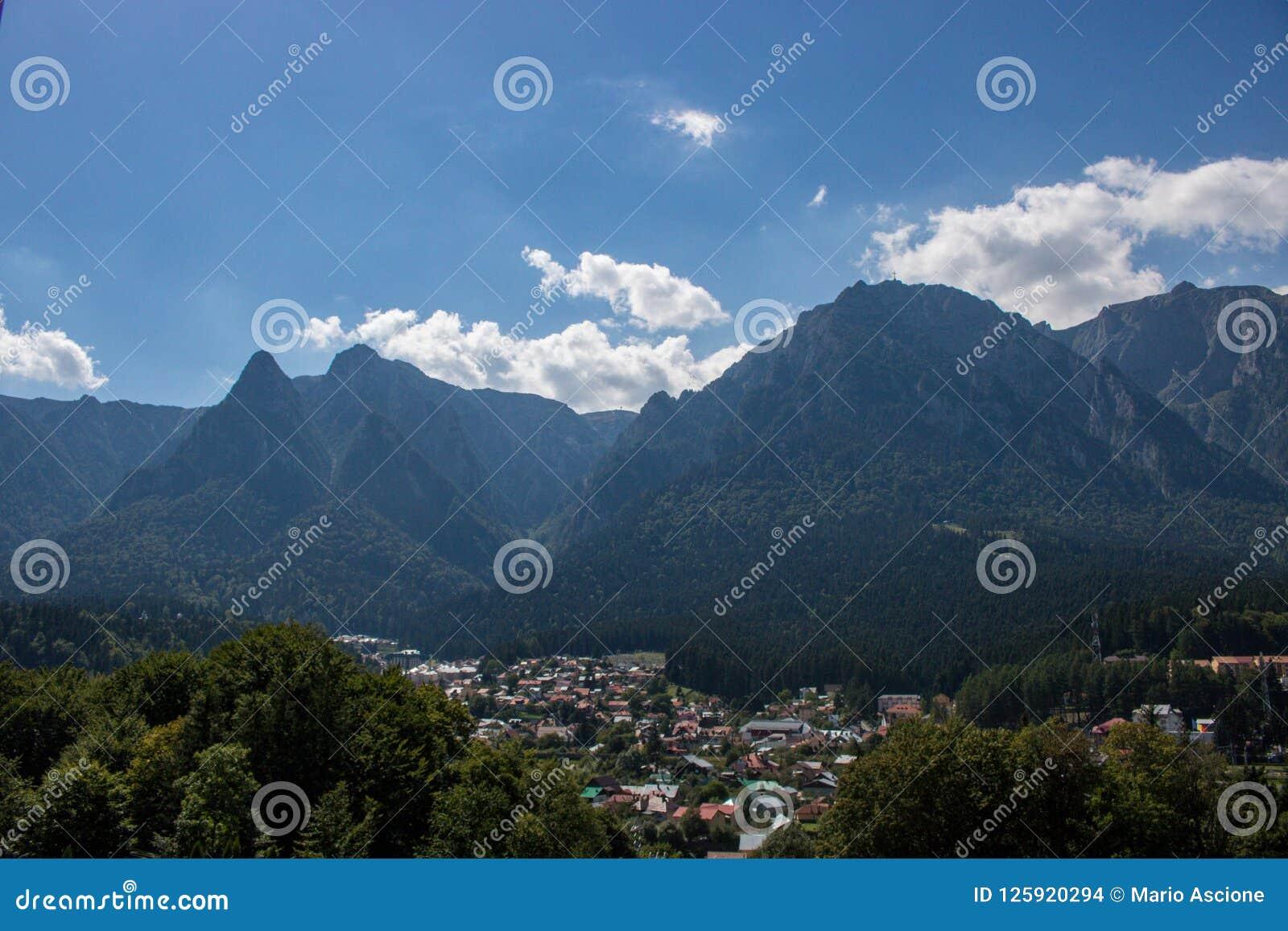 Montagnes dans Busteni, Roumanie