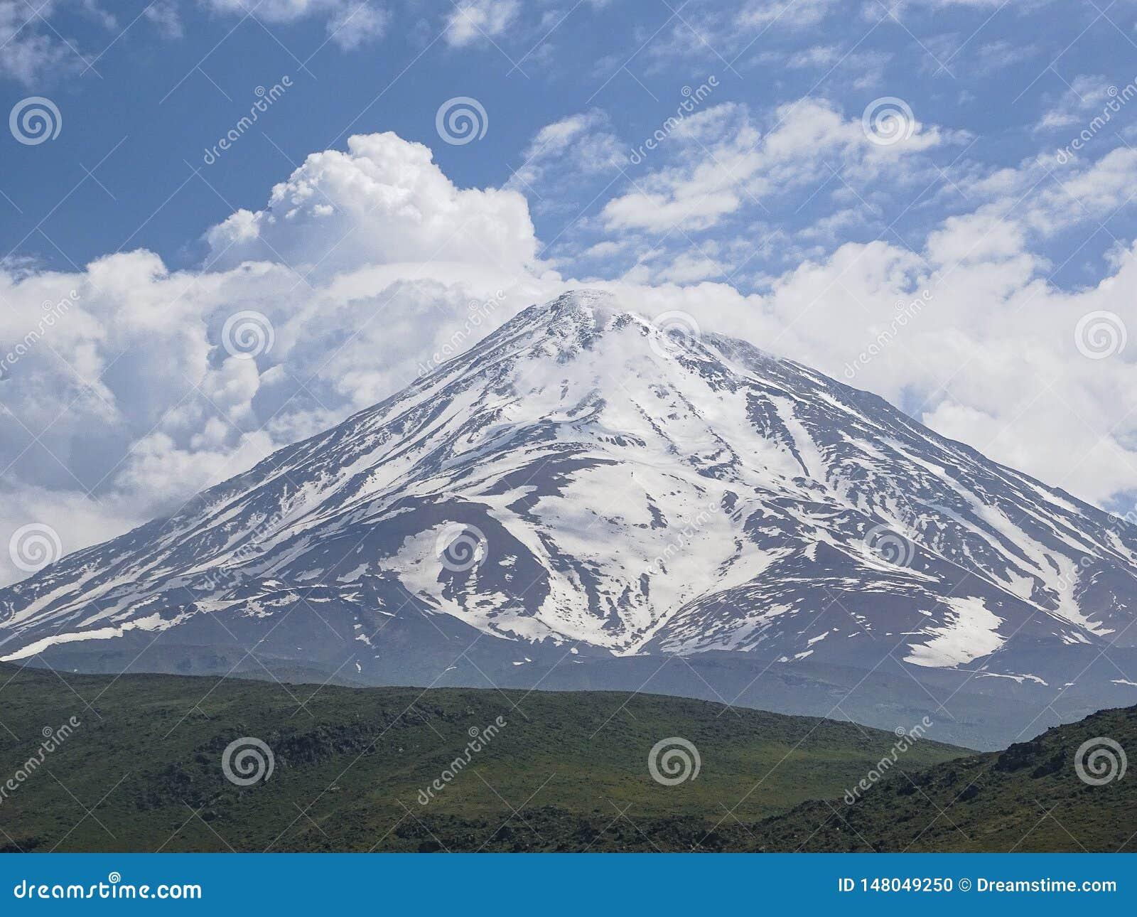 Montagnes de Milou au printemps