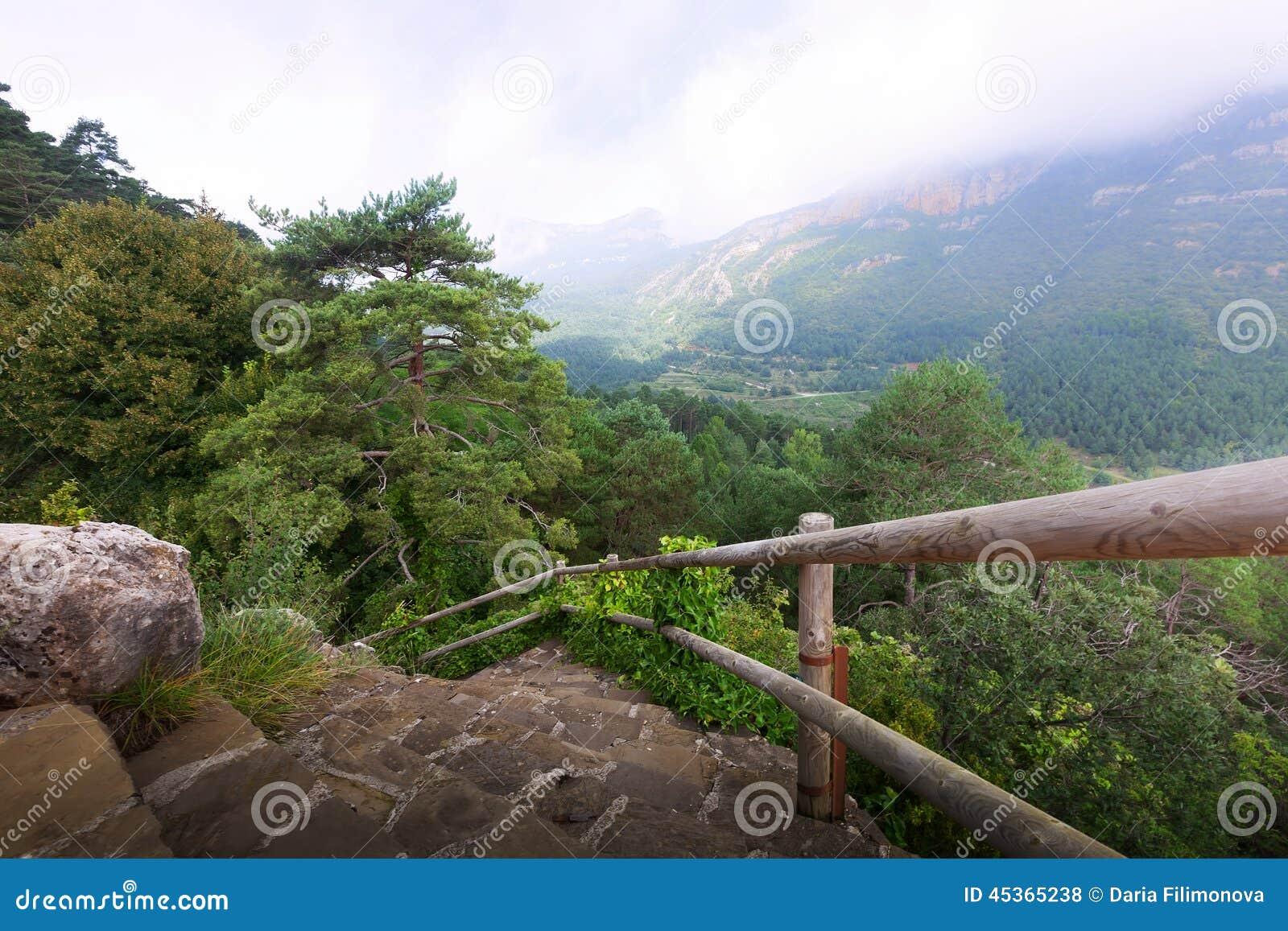 Montagnes et escaliers