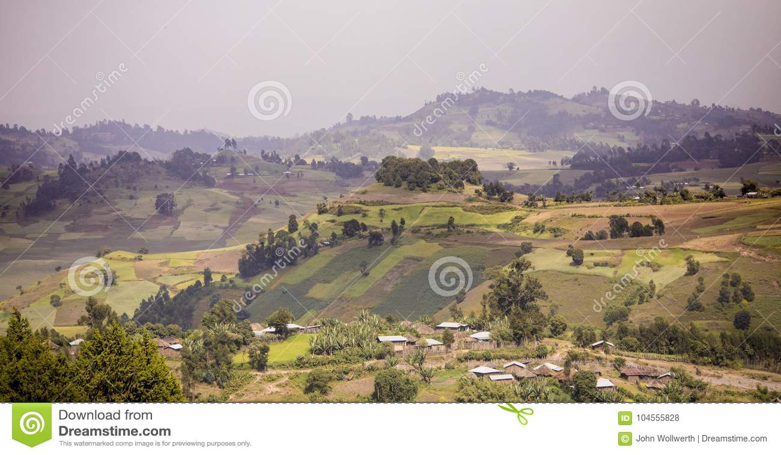 Montagnes et fermes dans les montagnes de l Ethiopie