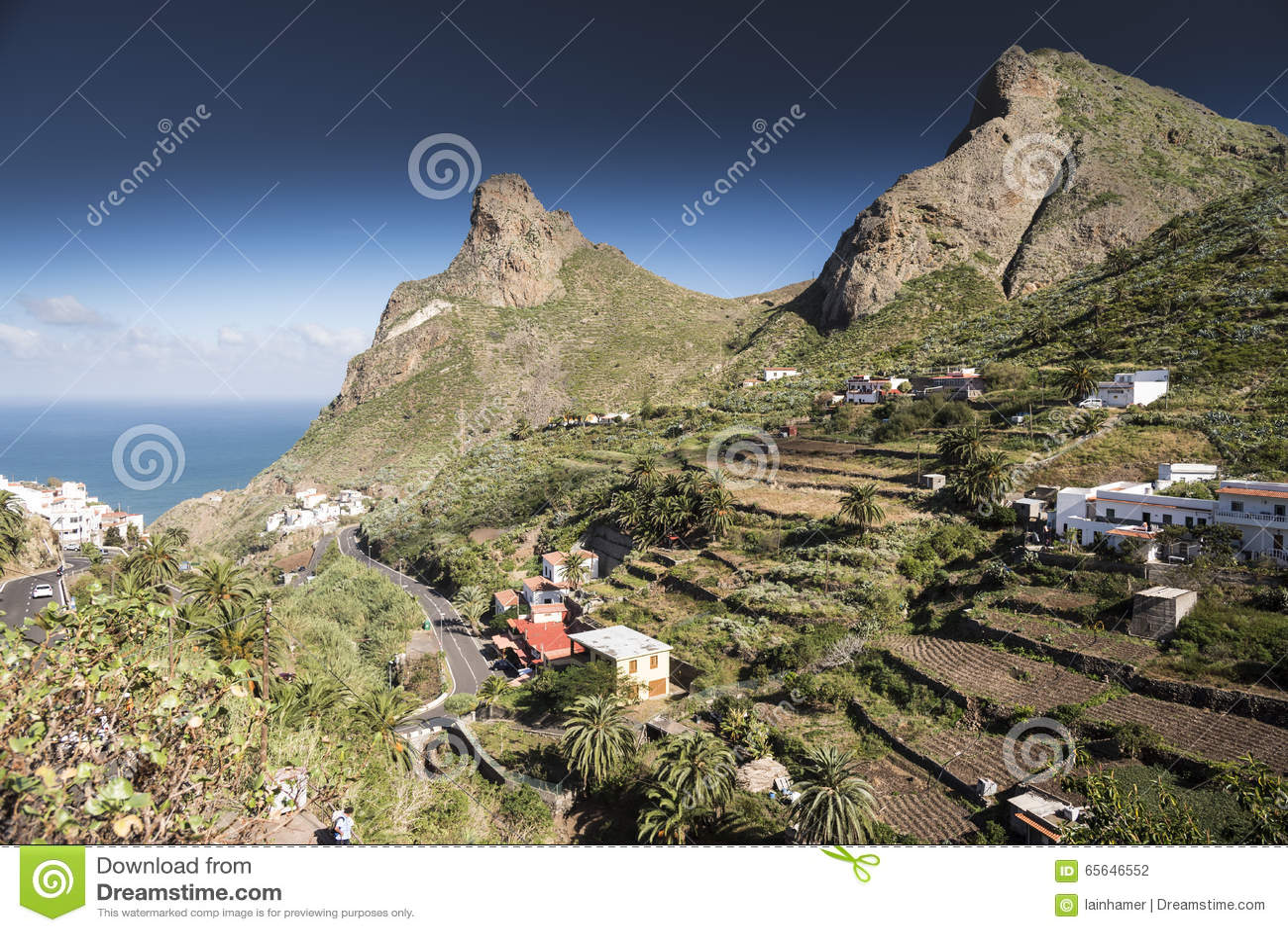 Montagnes et maisons de Ténérife