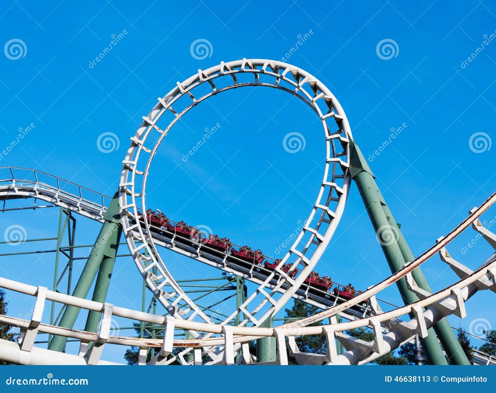 Montagnes russes sur le parc d attractions en Hollande