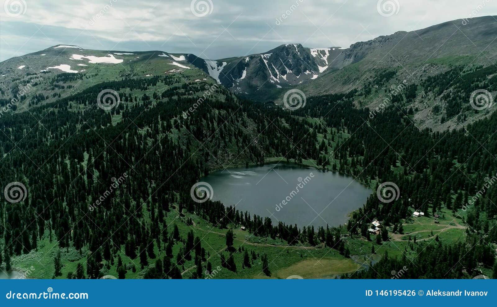 Montagnes Russie de lac d altai