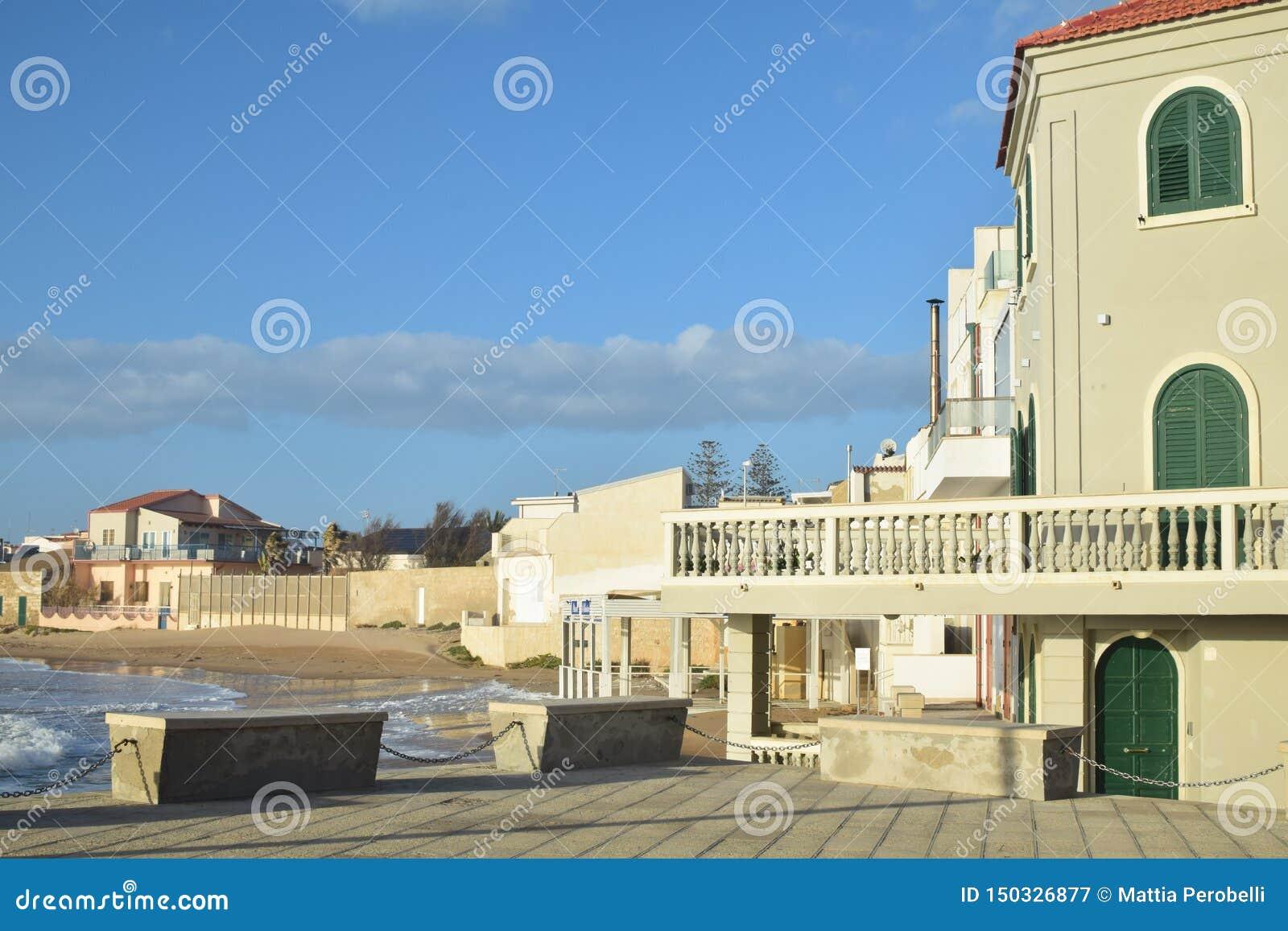 montalbano de la casa punta secca sicilia italia estamos en ciudad comisi%C3%B3n famosa del escritor camilleri vemos t%C3%ADpica lugar con 150326877