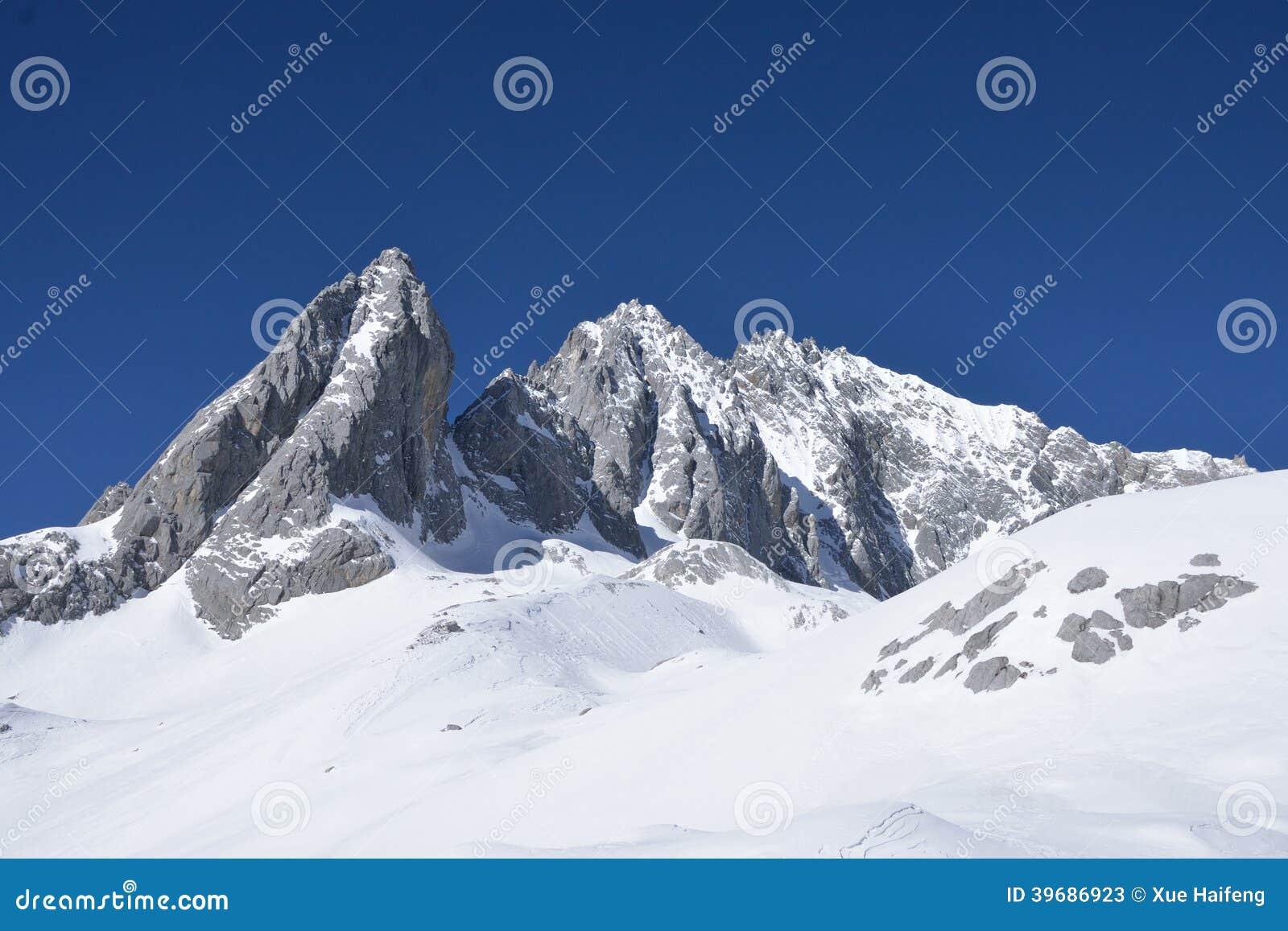 A montanha da neve de Jade Dragon