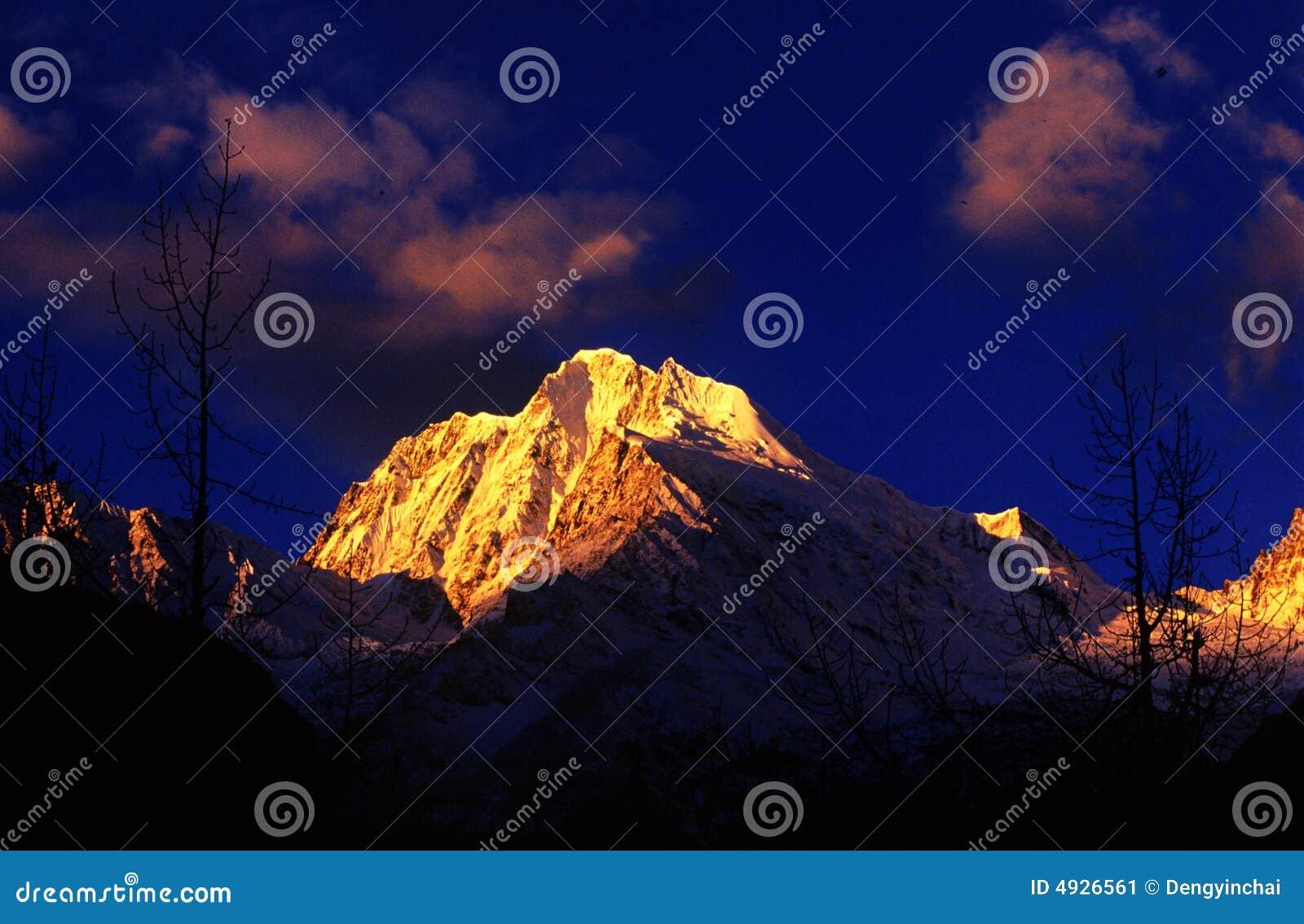 Montanha da neve de Tibet