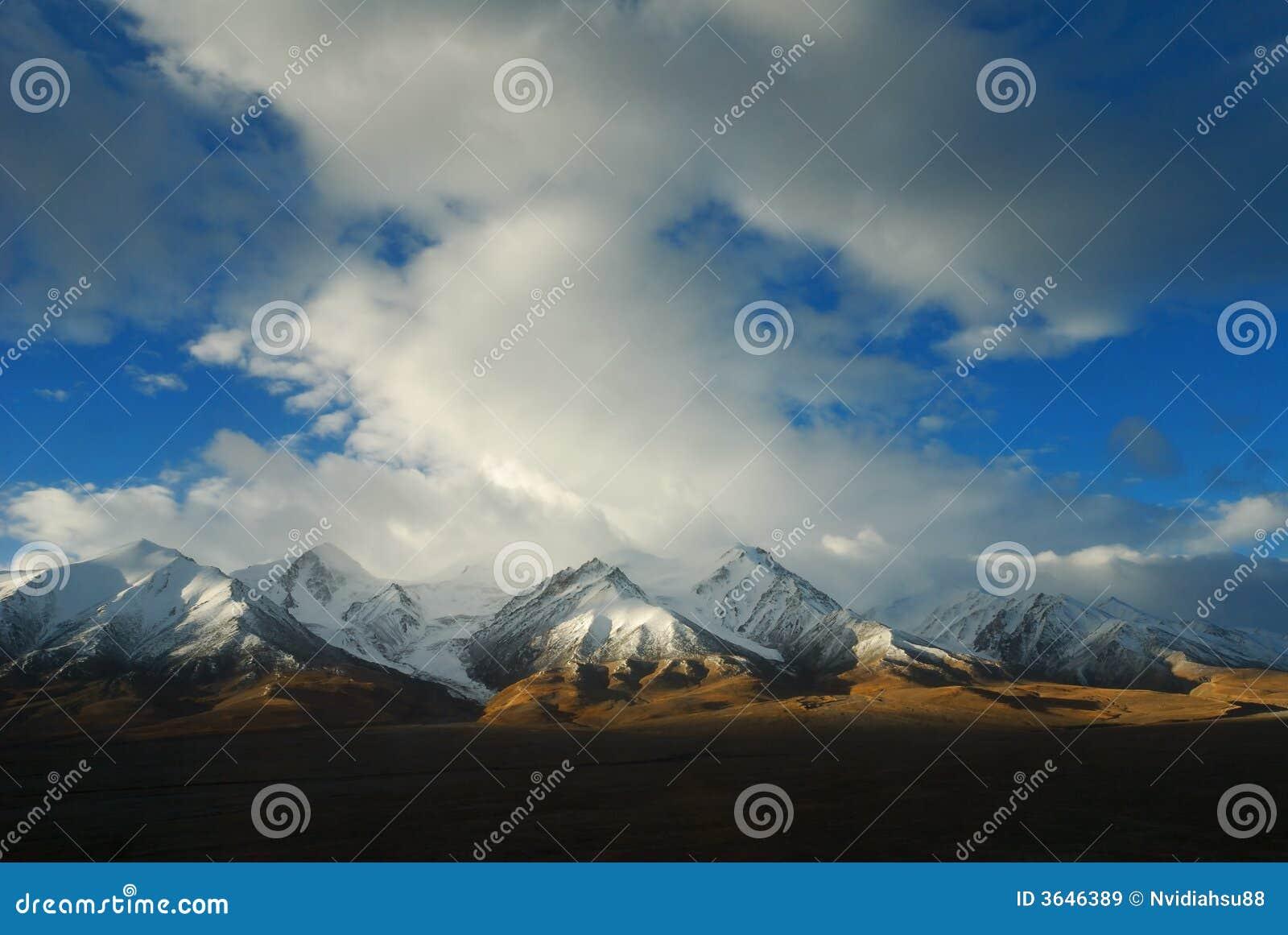 Montanha da neve em Tibet
