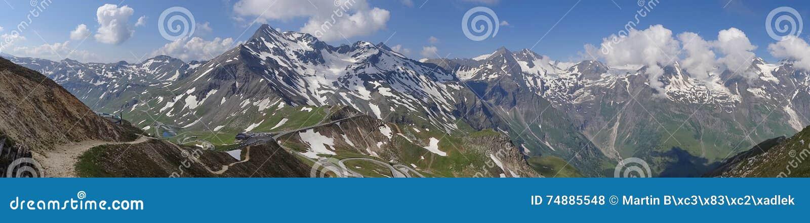 Montanha de Grossglockner em Áustria