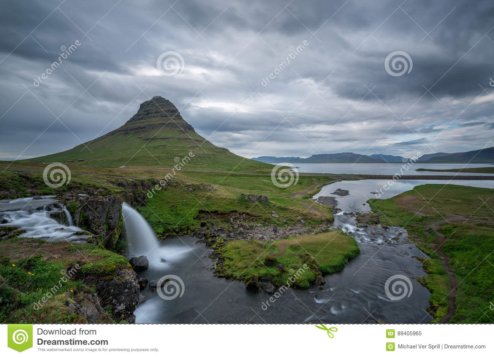 Montanha de Kirkjufellfoss e de Kirkjufell