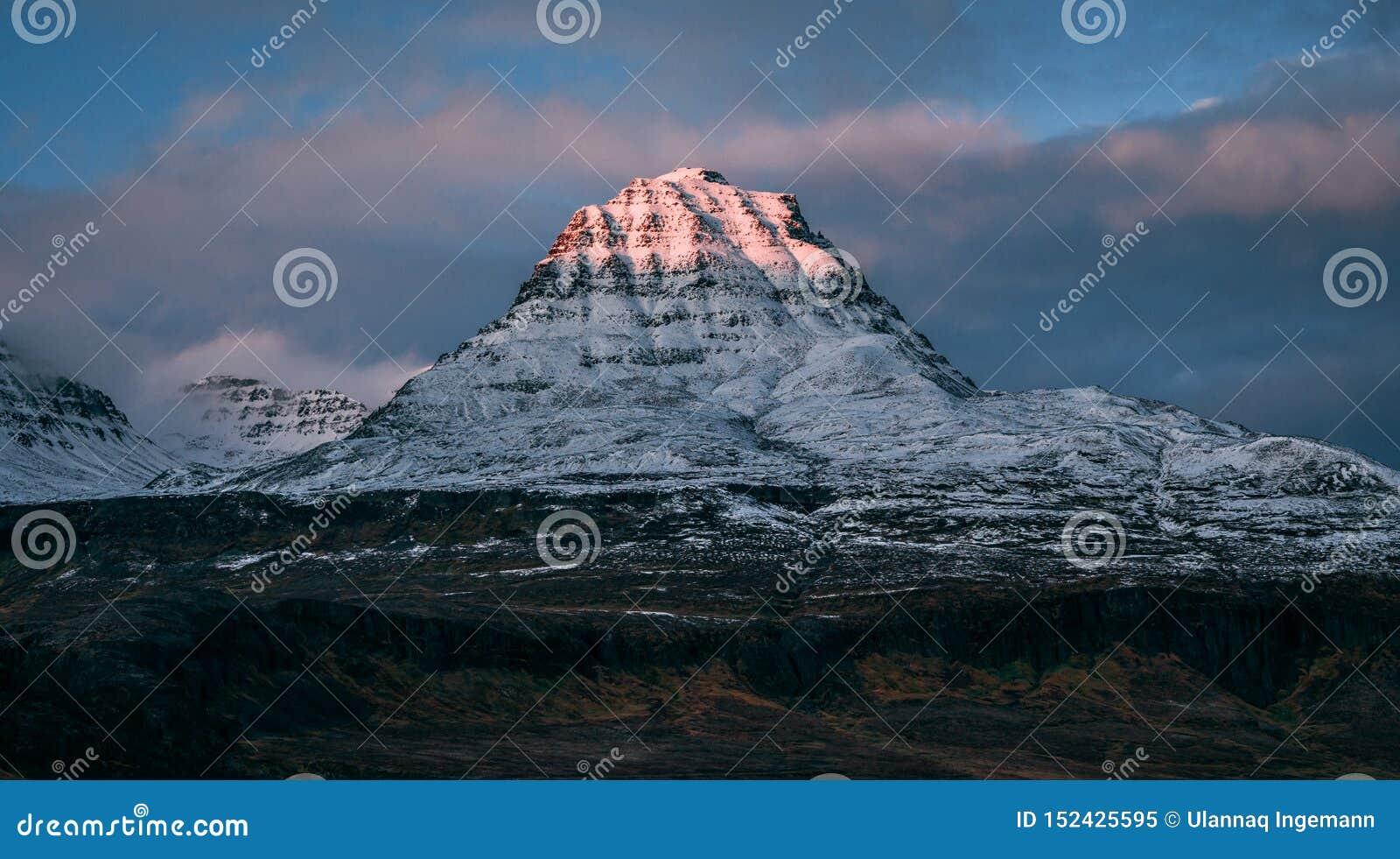 Montanha de Qeqertarsuaq