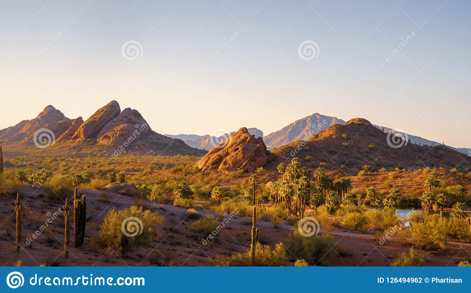 Montanha do Camelback vista do parque Phoenix o Arizona de Papago