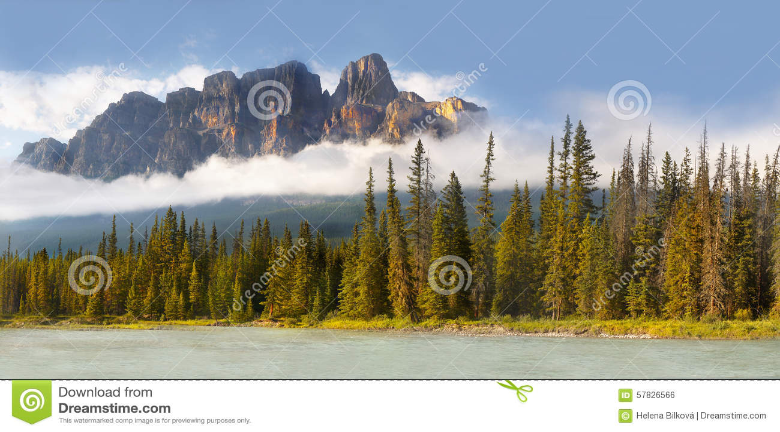 Montanha do castelo em Montanhas Rochosas canadenses
