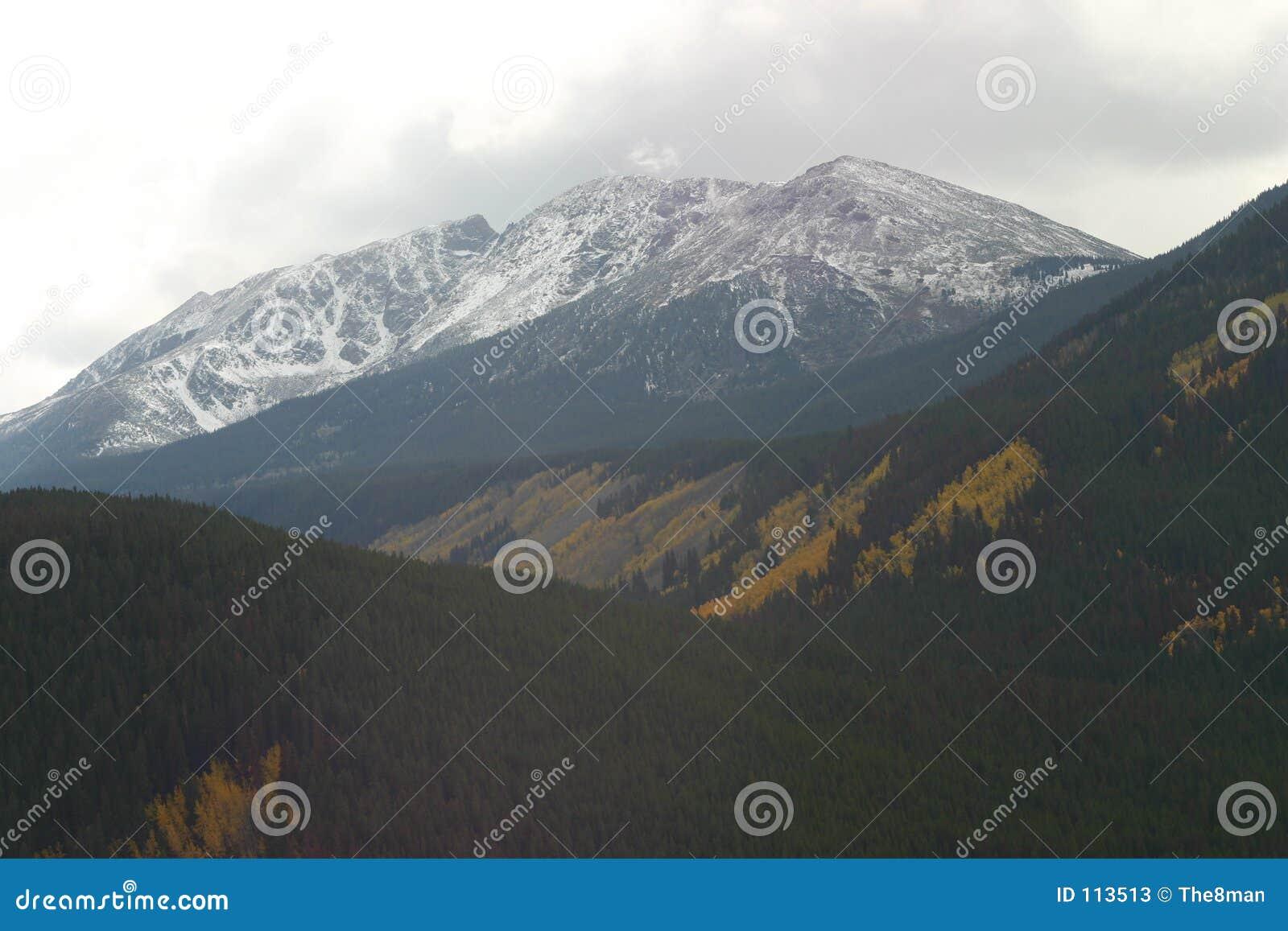 Montanha entalhada