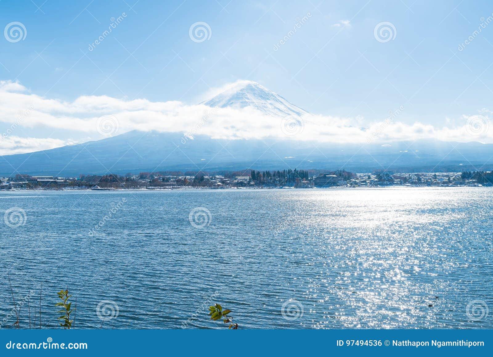 Montanha Fuji San no lago Kawaguchiko