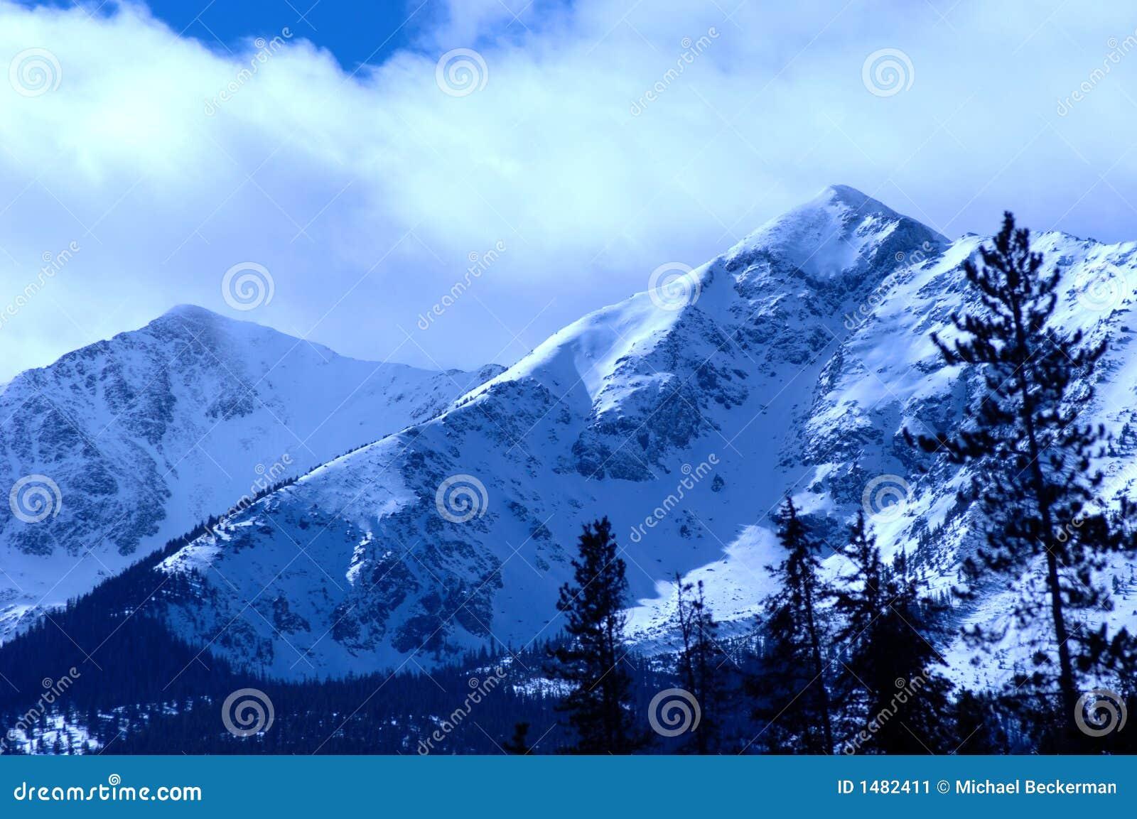 Montanha nevado 4