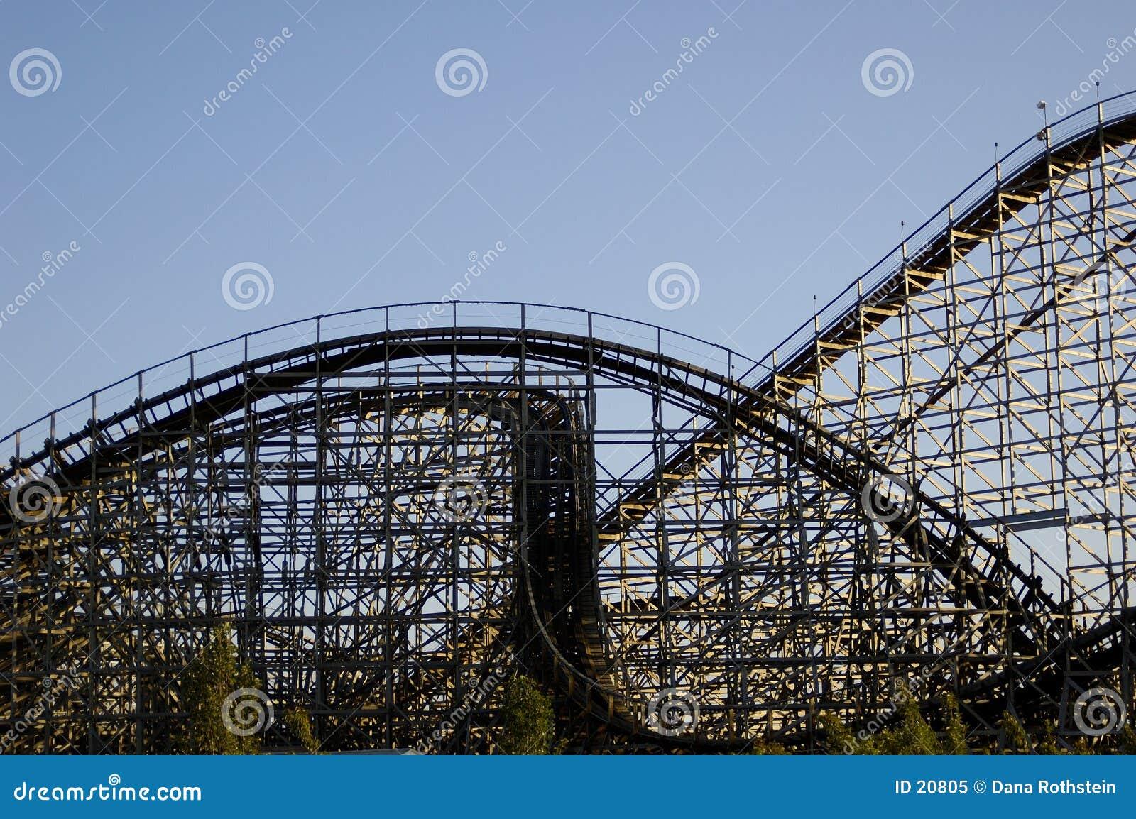 Montanha russa de madeira