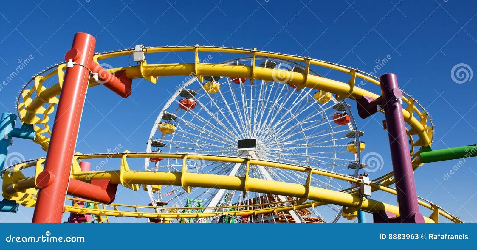 Montanha russa e roda grande