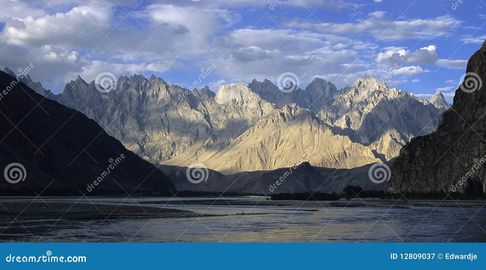 Montanhas 6 de Paquistão
