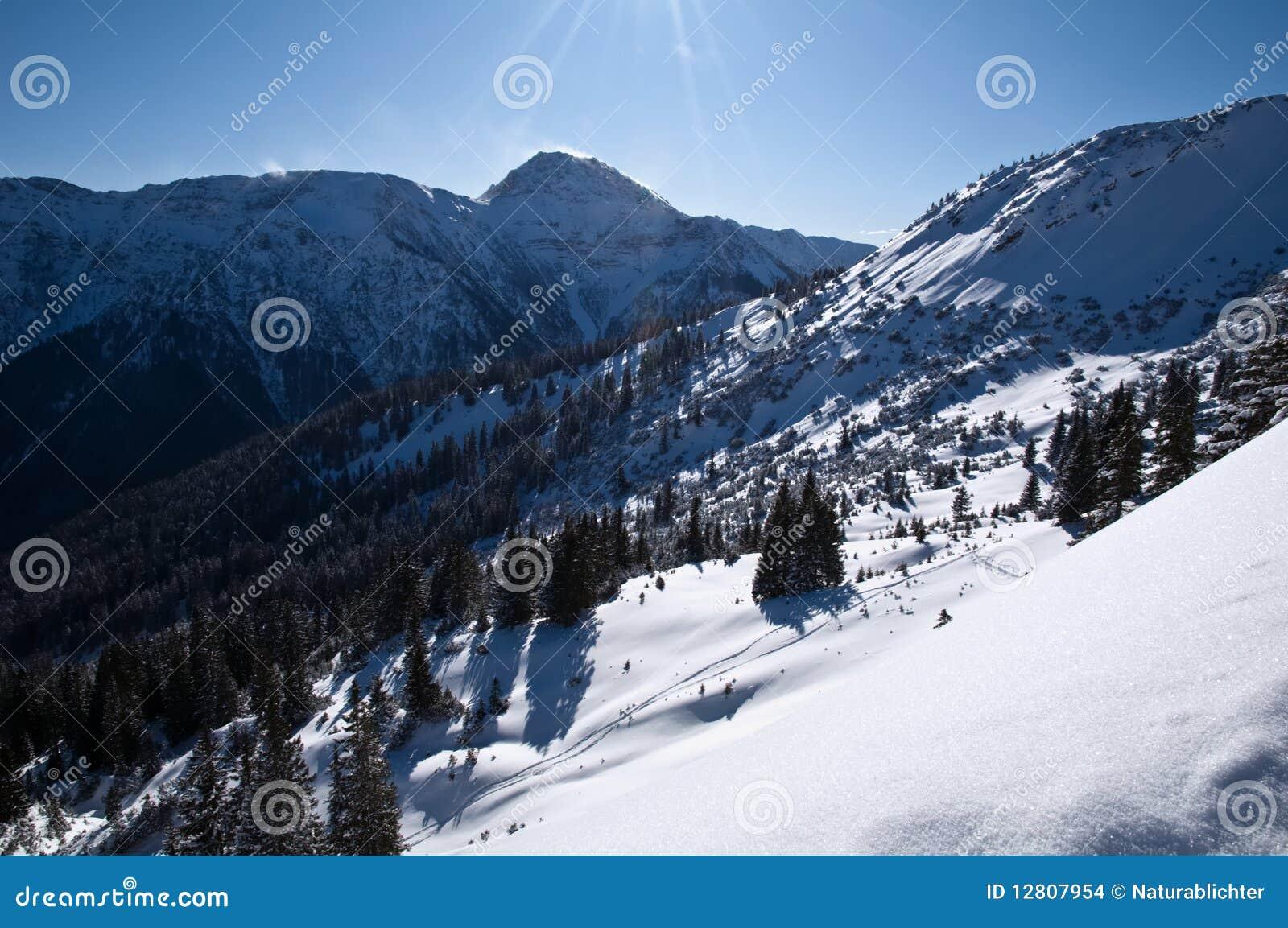 Montanhas bávaras dos alpes