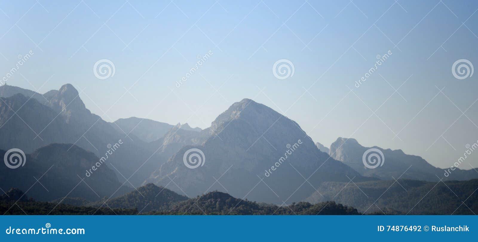 Montanhas de encontro ao céu