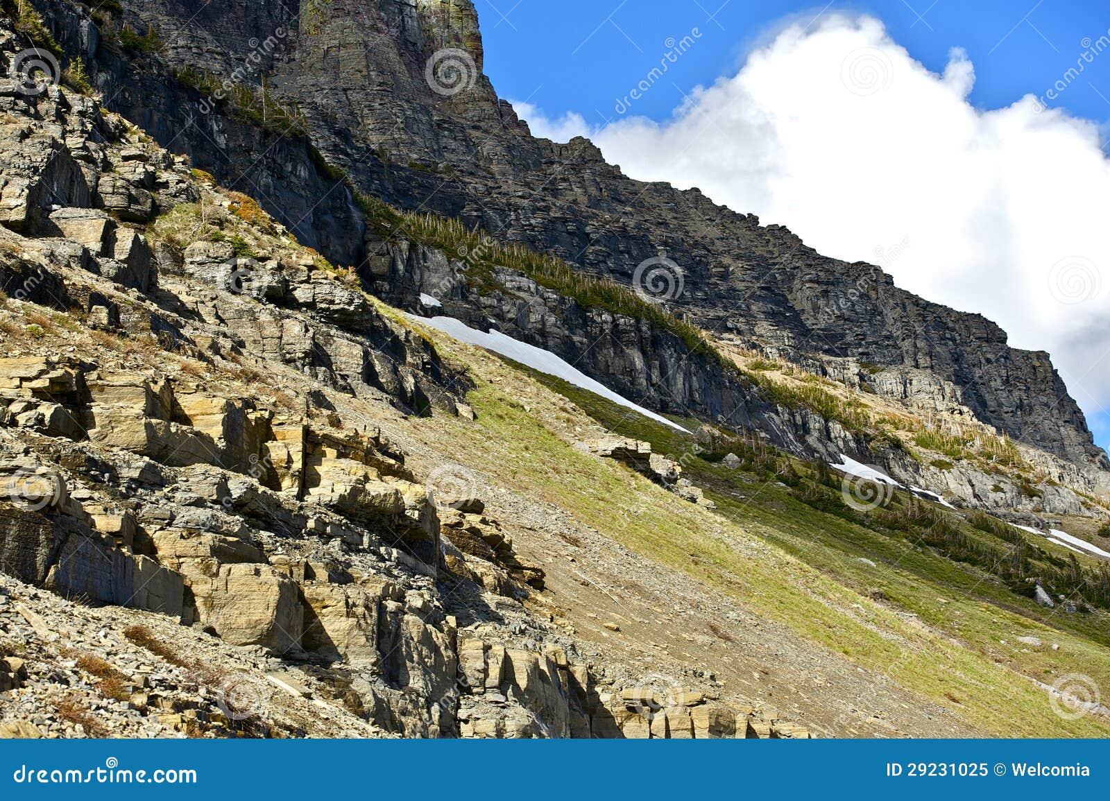 Download Montanhas de Montana imagem de stock. Imagem de pinho - 29231025