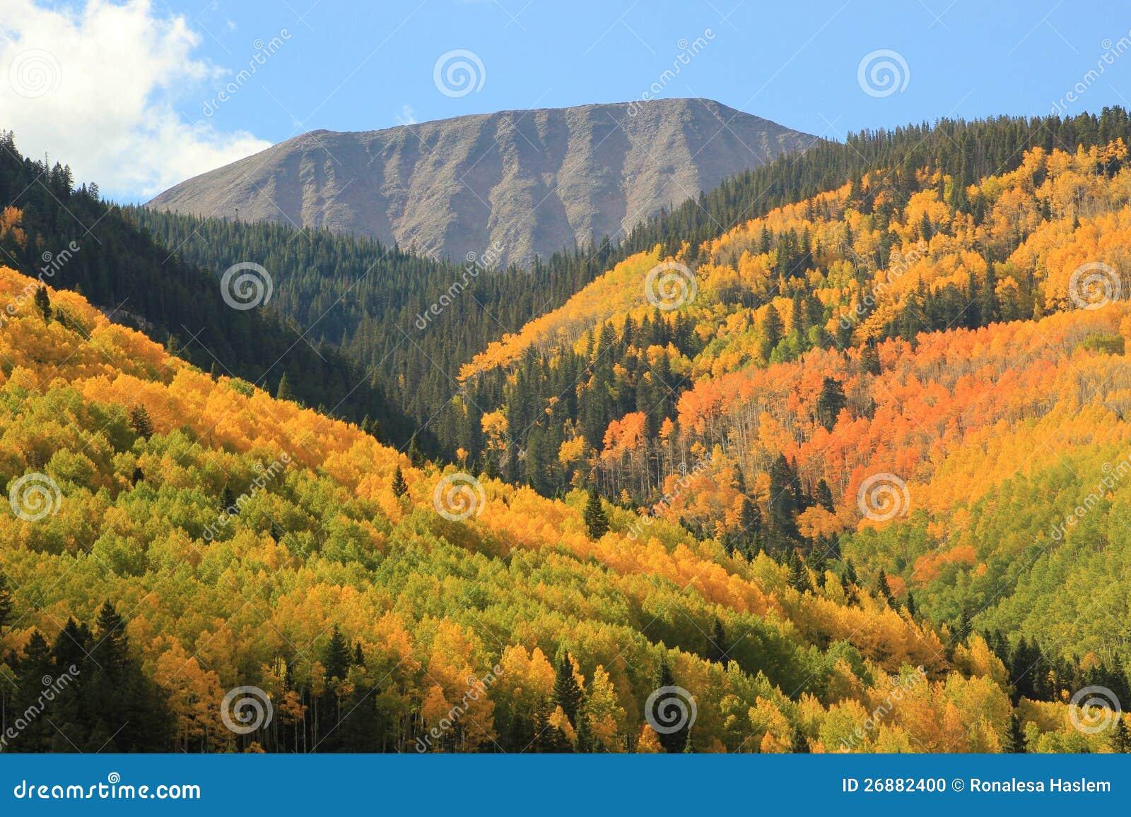 Montanhas de San Juan da folha do outono