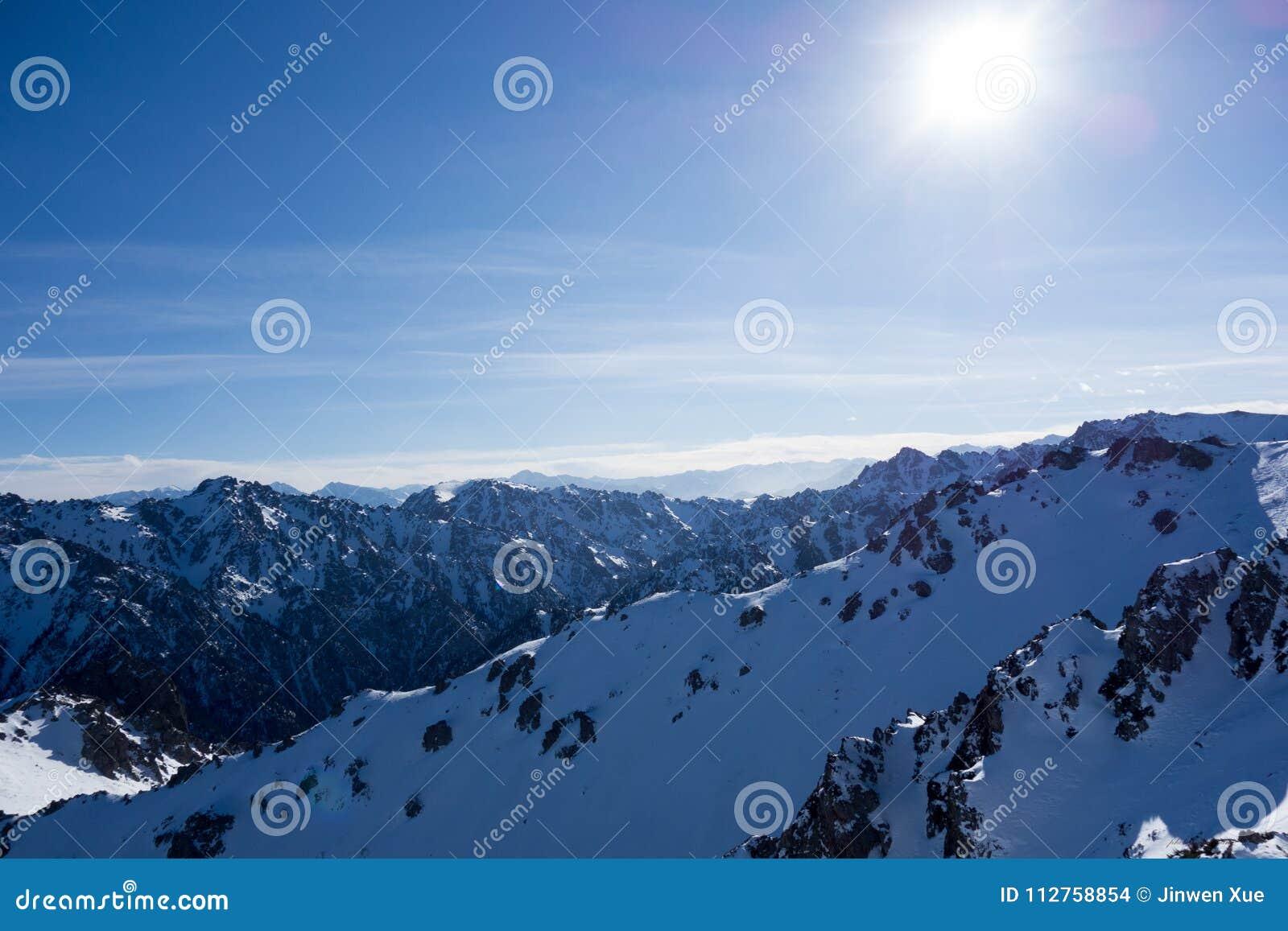 Montanhas de Tianshan, montanha da neve
