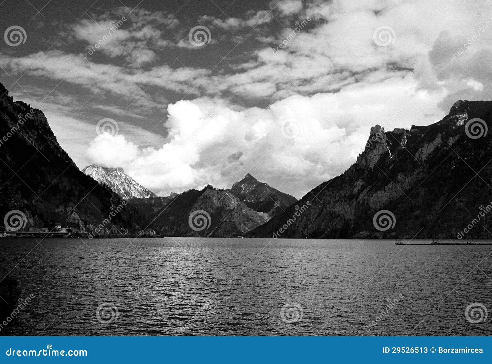 Montanhas do lago e dos cumes
