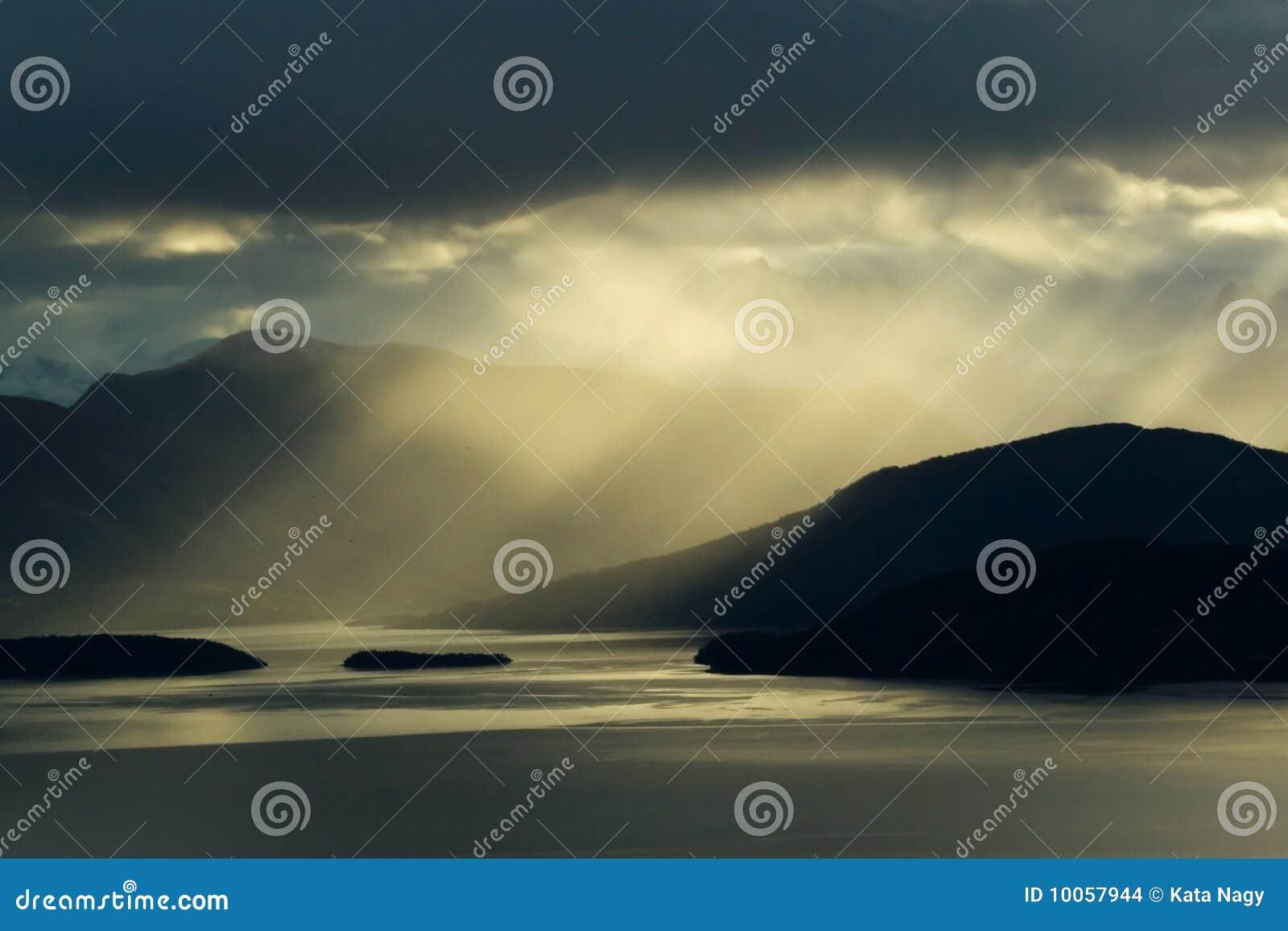 Montanhas e luzes