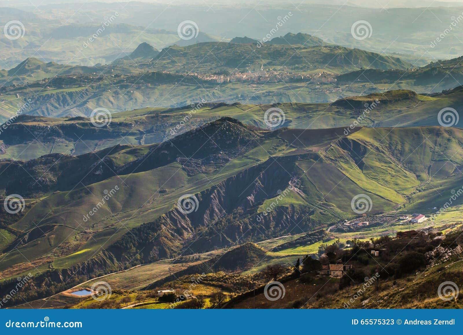 Montanhas em Sicília, Itália