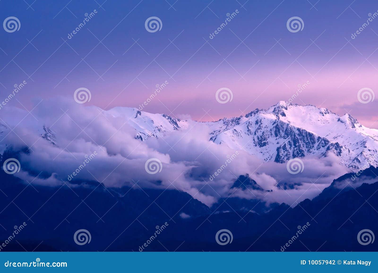Montanhas nevado em Córsega